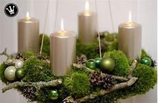 diy adventskranz aus moos zweigen zapfen und