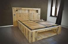 tete de lit palette de bois meuble cuisine dimension palette pour lit lit palette bois lit en palette meuble palette
