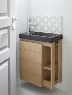 piękna drewniana szafka pod umywalkę nawet mała toaleta