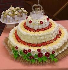 torta con crema pasticcera e panna montata torta di pan di spagna crema pasticcera panna montata torte alla crema torte torte alla frutta