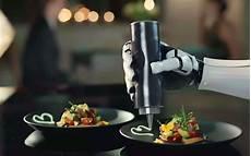 vid 233 o robotic kitchen un robot cuisinier qui met la