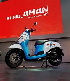 Modifikasi Scoopy Baru by All New Honda Scoopy 2017 Warna Putih Biru 187 Bmspeed7