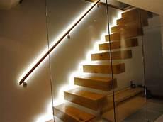 corrimano per scale interne in legno corrimano in legno per scale interne con illuminazione per