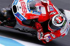 lorenzo gets the hammer down day 3 motogp