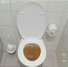 jodler verstopft einzige toilette auf der arbeit