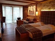 schlafzimmer alpenstyle wohn schlafzimmer suite alpin style bild hotel der