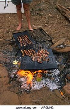 c auf der glut eines offenen brandes bekannt als koch