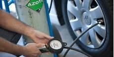 comment gonfler ses pneus comment augmenter la dur 233 e de vie de ses pneus de voiture