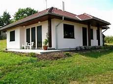 fertighaus bungalow holz 50 fotografie fertighaus holz bungalow