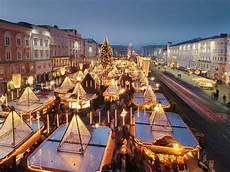 christkindlmarkt am hauptplatz in linz