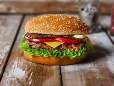 photo de hamburger que boire avec un e hamburger accord vins hachette