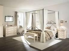 camere con letto a baldacchino letto anthony con baldacchino loreti arredamenti