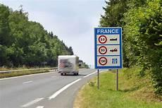 Autoroute Quelle Est La Vitesse Minimum Exig 233 E Par Le
