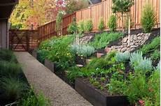 Gartengestaltung Am Hang Mit H 246 Hen Und Tiefen Spielen