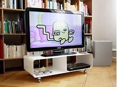 fernsehtisch mit rollen mein fernsehtisch mit rollen praktisches f 252 rs auge