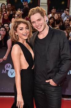 Dominic Sherwood And Hyland Cazadores De Sombras