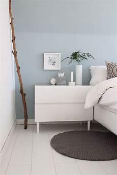 deko ideen schlafzimmer wand schlafzimmer hellblaue wand mit wei 223 en m 246 beln