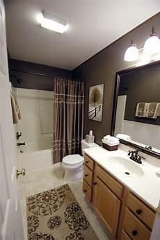 neutral guest bathroom