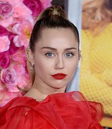 miley cyrus miley cyrus quot isn t it romantic quot premiere in la celebmafia