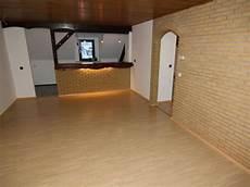 übergang decke wand streichen steinwand im wohnraum streichen oder die holzdecke