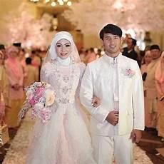 35 Inspirasi Model Gaun Kebaya Pengantin Muslim Kristen 2019