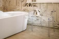 tapeten fürs bad tapeten im bad stilvoll inszeniert meister der elemente