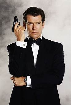 brosnan tries to board plane with 10 inch