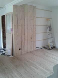mur interieur en bois de coffrage besoin d aide pour am 233 nagement salon salle 224 manger