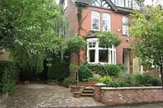 vorgärten schön gestalten vorgarten gestalten ideen f 252 r ein herrenhaus vorgarten