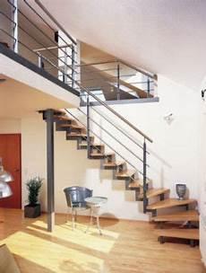 Treppe Aus Stahl Holz Und Edelstahl Sie Unterstreicht
