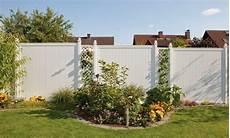 Sichtschutzzaun Aus Kunststoff - sichtschutzzaun holz wpc montiert oder angeliefert