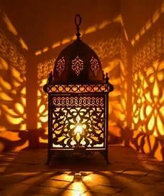 grande lanterne marocaine une le marocaine va illuminer vos int 233 rieurs et les emplir d une magie orientale archzine fr
