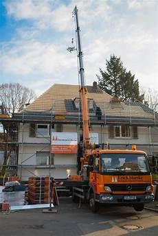 reetdach dacheindeckung mit natuerlichem steildach mit ziegel schiefer oder metall dachdeckerei
