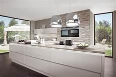 moderne küche mit kochinsel kochinsel k 252 che hochglanz wei 223 norina 9555 bungalow