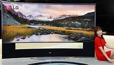 le plus grand ecran tv du monde lg va d 233 voiler au ces le plus grand 233 cran incurv 233 uhd du