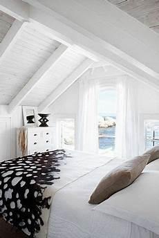 Plafond Lambris Bois Blanc Et Poutres Deco Chambre