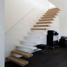 escaliers flottants modernes sur mesure