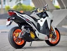 Motor Vario 150 Modifikasi by Motor Skutik Tak Hanya Bisa Angkat Galon Saja Kok