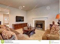 typisch amerikanisches wohnzimmer typical living room in american home with carpet and