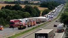 Sperrung A7 Heute - vollsperrung lastwagen auf a7 bei guxhagen umgekippt hessen