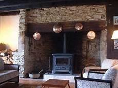 camini centrali rustici cornici camini antichi trattamento marmo cucina