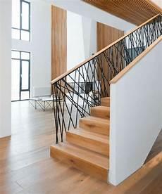 treppengeländer holz innen 26 interieur und design ideen als anregungen f 252 r die einrichtung treppendekor innen gel 228 nder