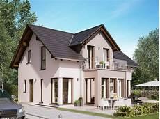 moderne einfamilienhäuser satteldach einfamilienhaus modern satteldach haus edition 1 v7 bien