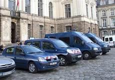 voiture de gendarmerie bretagne les voitures des gendarmes attaqu 233 es 224 la machette