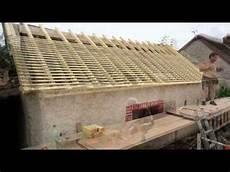 refaire sa toiture comment refaire un toit isolation sous toiture garage