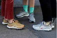What To Wear With The Sneaker Trend 2018