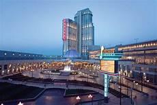 niagara falls fallsview hotel suites niagara falls room prices reviews travelocity