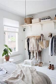 schlafzimmer kleiderständer mehrere kleiderst 228 nder im schlafzimmer kombinieren la