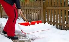 wann muss schneeräumen wer muss schnee r 228 umen