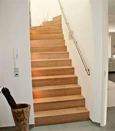 buchertreppen holzstufen auf betontreppen betontreppe